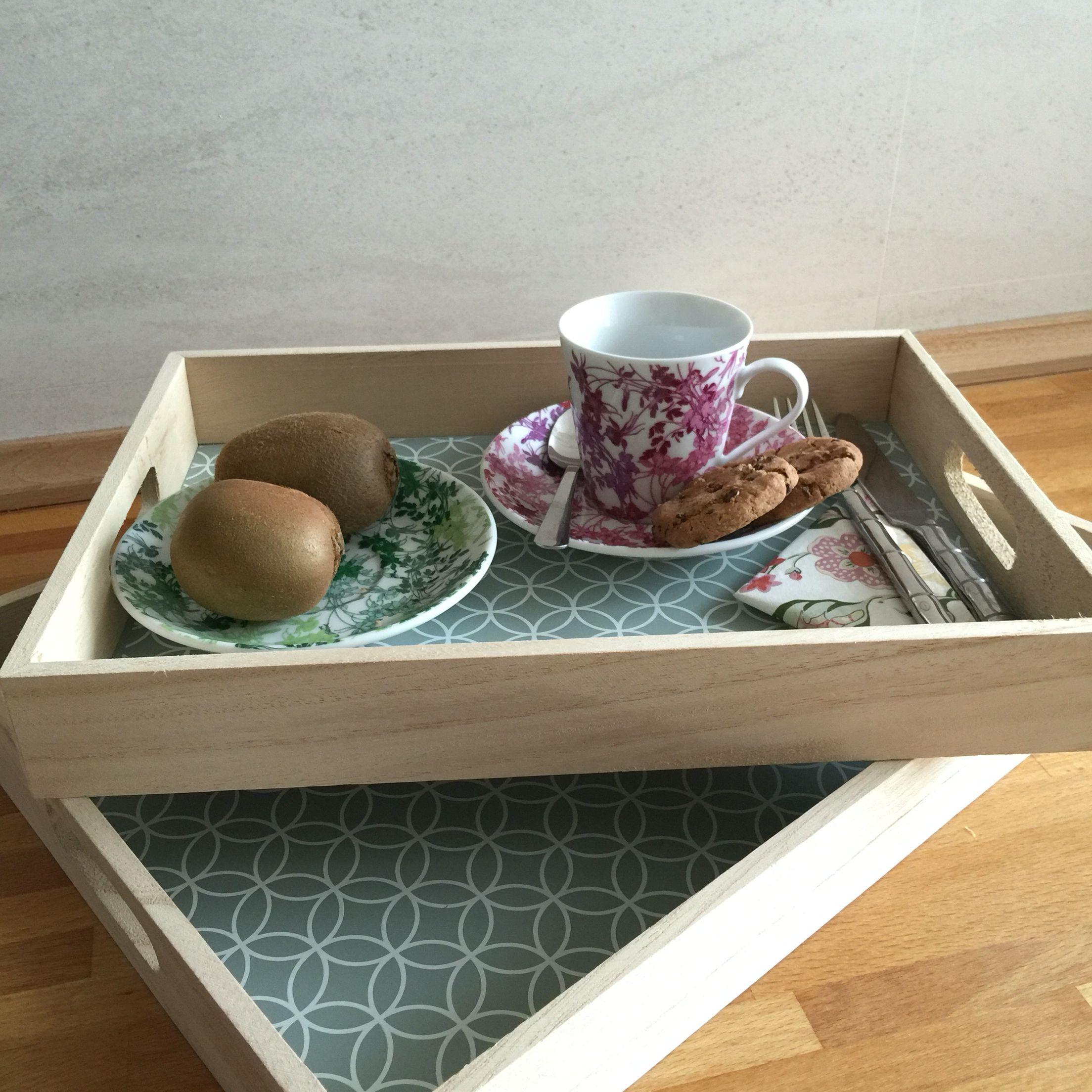 Bandeja estilo campestre para llevar el desayuno a la cama a la persona que m s quieres - Bandeja desayuno cama ...