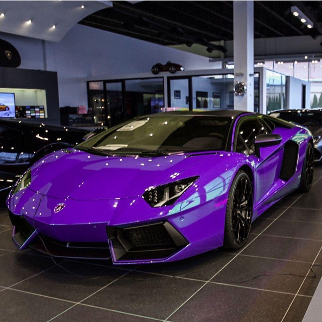 Cars Lamborghini: Lamborghini Aventador Roadster Painted In Royal Purple