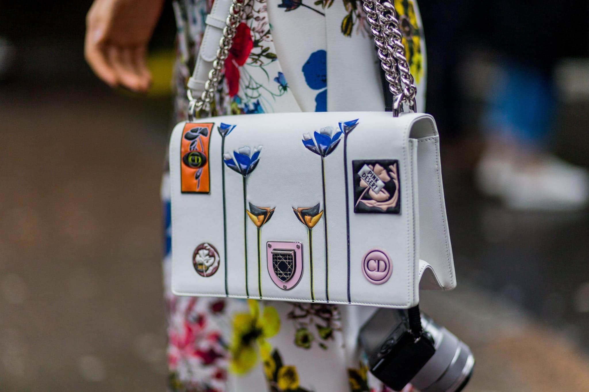 Street style. Dior purse