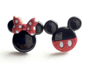 80a2def7d212 Mickey y Minnie Mouse pendientesMickey Mouse Minnie por Ear2There