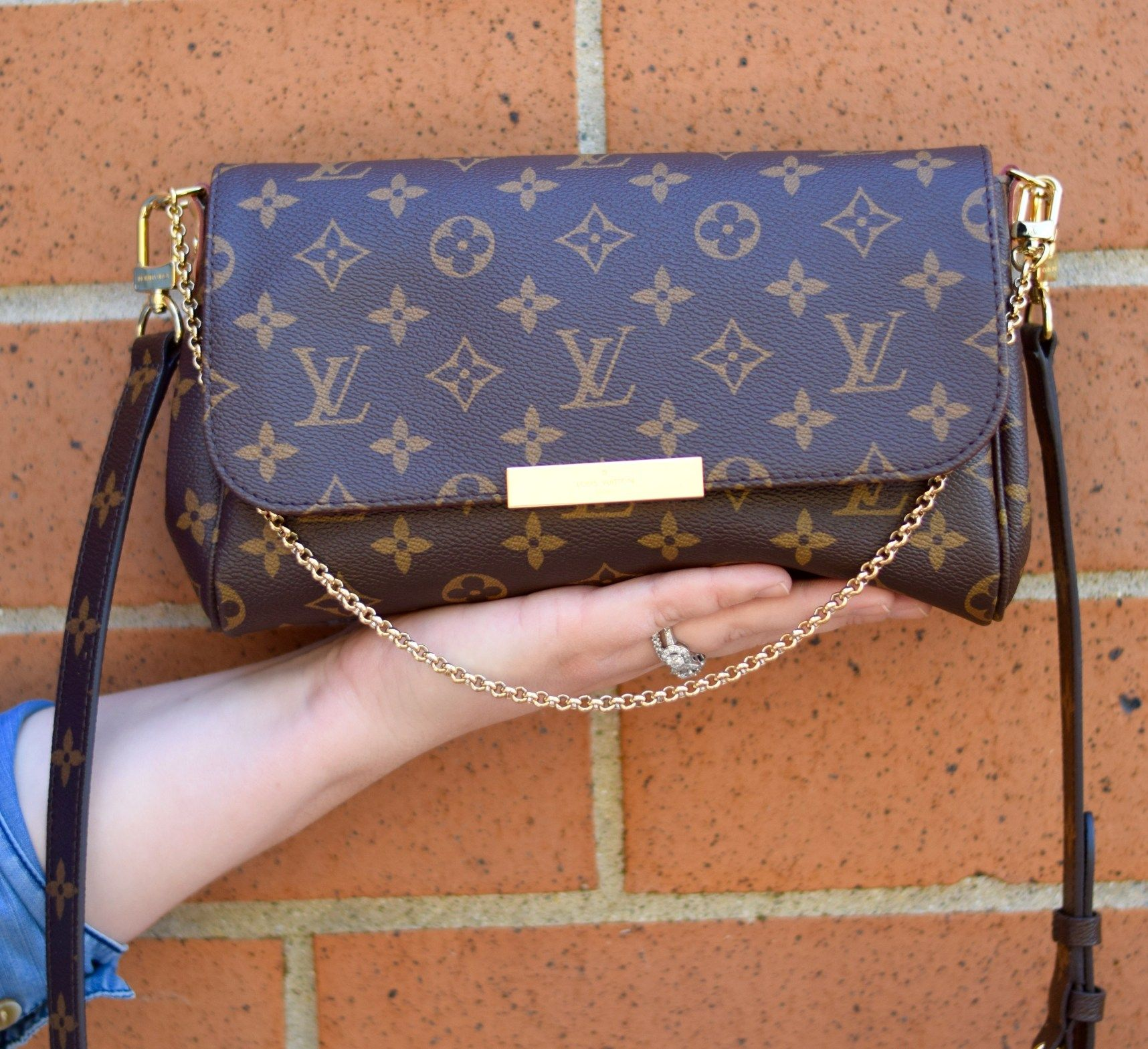 Louis Vuitton Favorite MM Review - Curls and Contours #louisvuittonhandbags