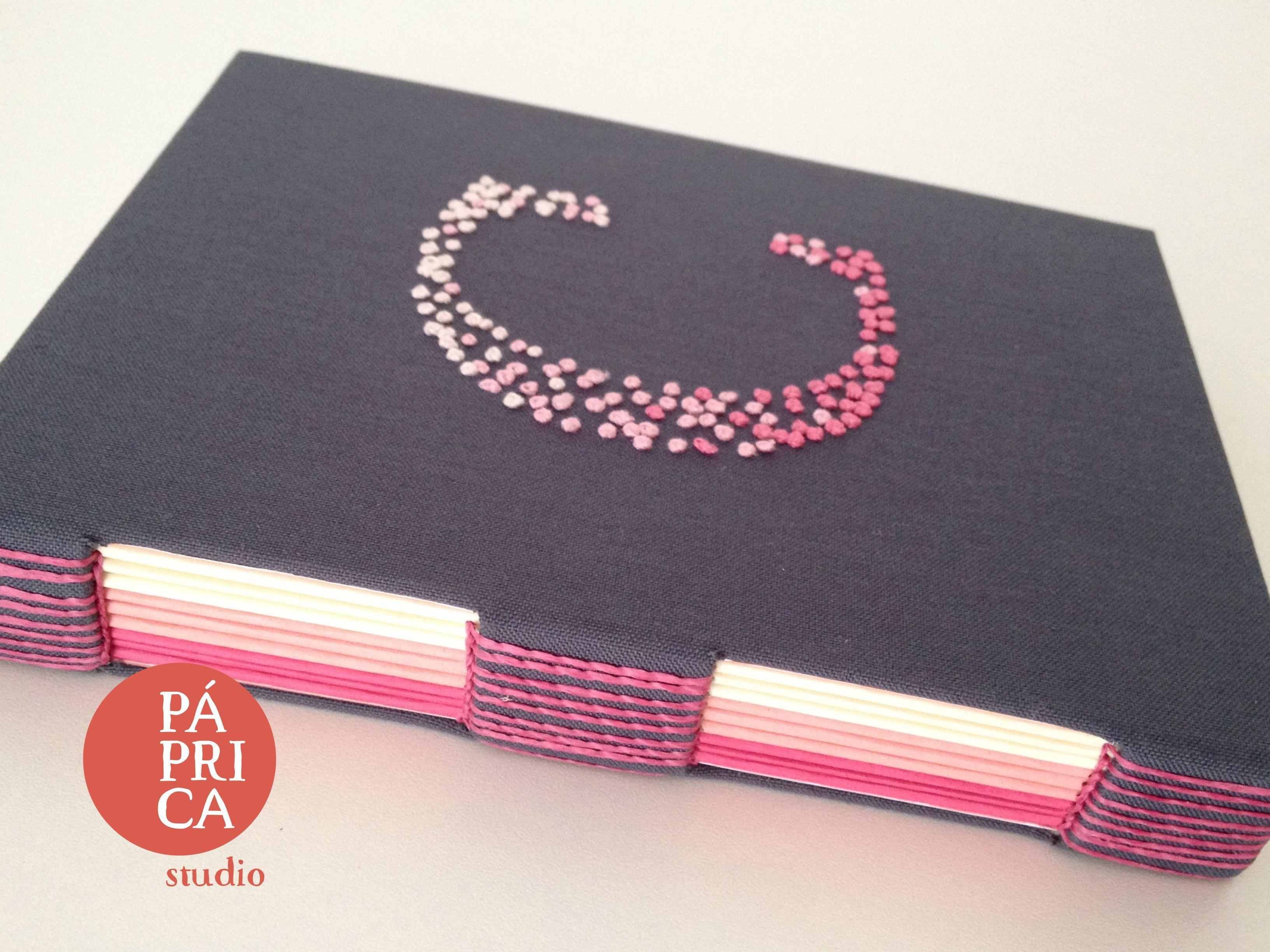livro bordado da Carol - studio Páprica
