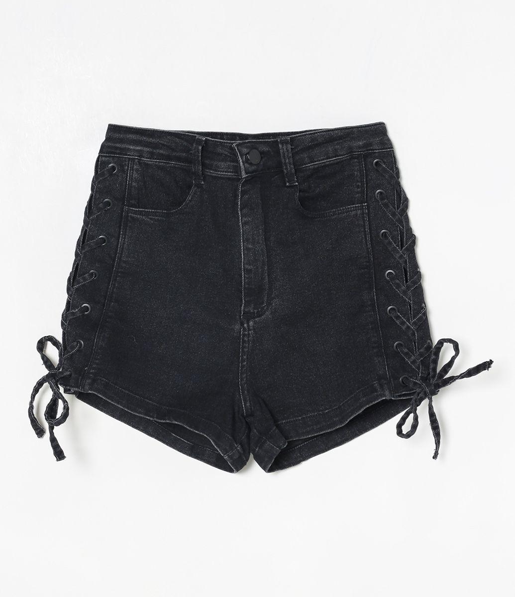 d4f00e941 Short feminino Cintura alta Com amarração Com ilhós Marca: Blue Steel  Tecido: jeans Composição: 81,5% agodão, 15% poliéster e 3,5% elastano  Modelo veste ...