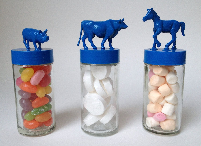 3x Glazen Snoeppotje Varken, Koe en Paard, Blauw. €10.00, via Etsy.