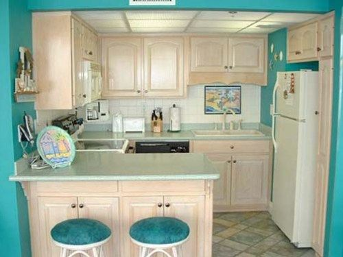 Beach Style Kitchen With Images Beach Theme Kitchen Kitchen