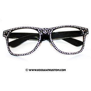 dcad1811aca6 Decorating your eyeglasses with rhinestones...YES