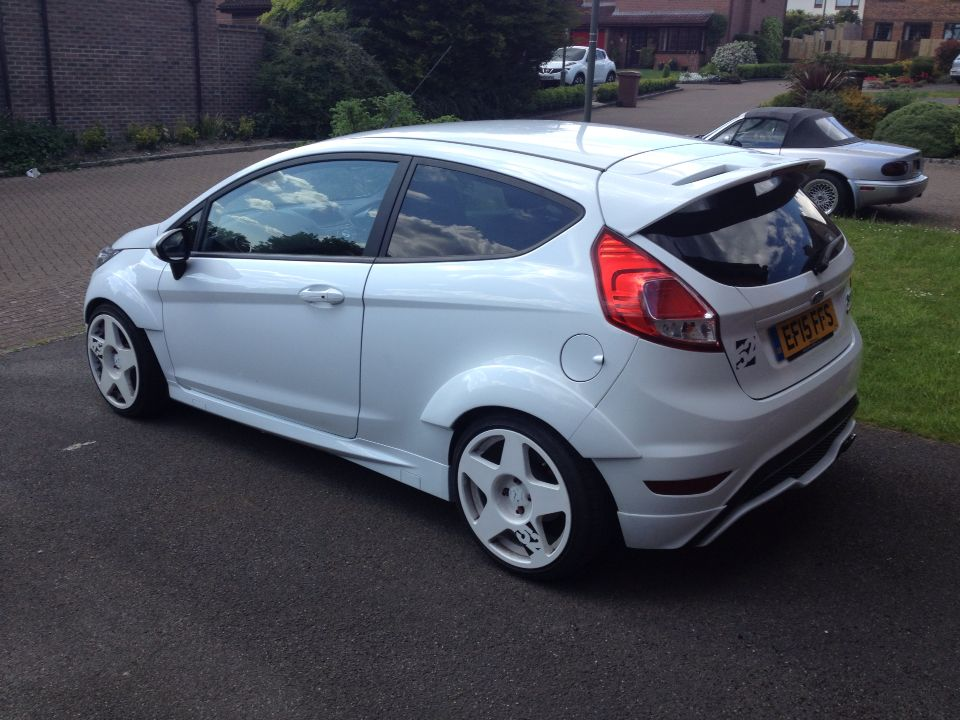 Pin By Bryan Marquez On Cool Cars Ford Fiesta St Ford Fiesta Fiesta St