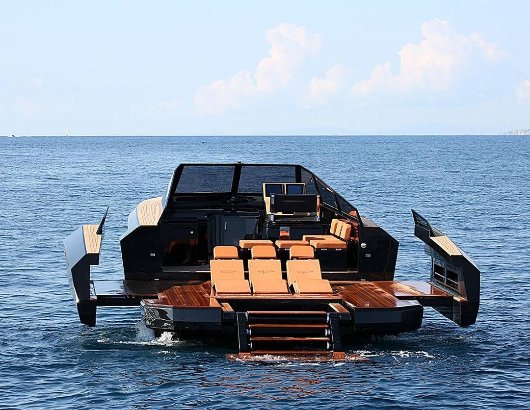 The Evo43 Can Transform From A 40 Knot Speedster To A Party Platform In Just Seconds The Two Wings Expand The Beam By Luxury Boat Bateaux De Luxe Hors Bord