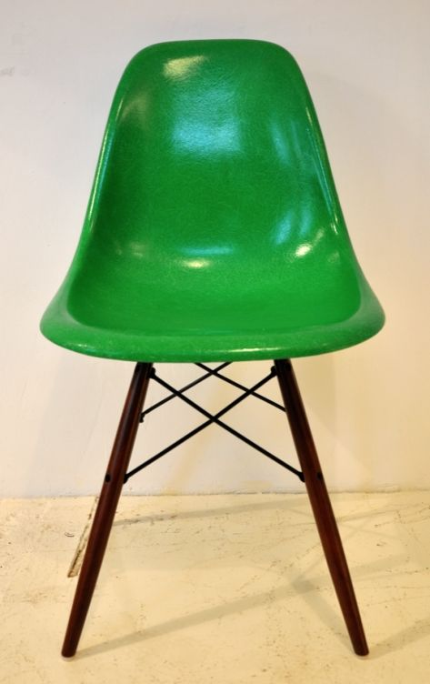 Vintage Eames  Herman Miller DSW Chair  Kelly Green  love the colorvintage eames dsw in kelly green colour  i want it    Furnitures  . Eames Dsw Chair Green. Home Design Ideas