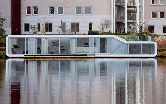 Houseboat in Amsterdam amazing linear living #structure #waterside