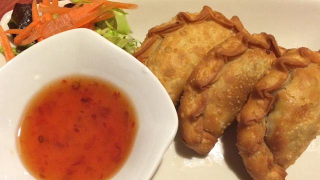 Estas sabrosas Karee Puff o Empanadillas Thai son un entrante original con un toque a curry que te harán repetir.