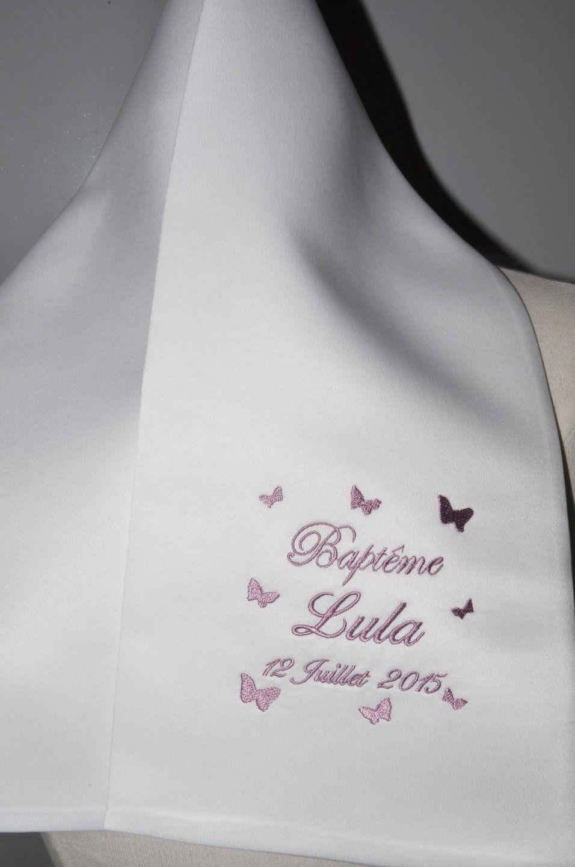 dc818a2cbe12 écharpe de baptême enfant papillons personnalisée brodée pour garçon ou  fille (ici violet rose)