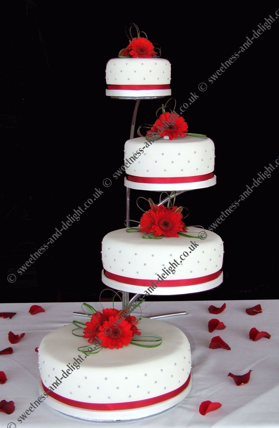 wedding cake stands Wedding and Celebration Cakes in Milton Keynes Buckinghamshire Cake Stand Hire