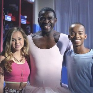 Michael Irvin Guest Stars on a Brand New 'Bella and the Bulldogs' this Saturday on Nickelodeon! | Fanlala.com