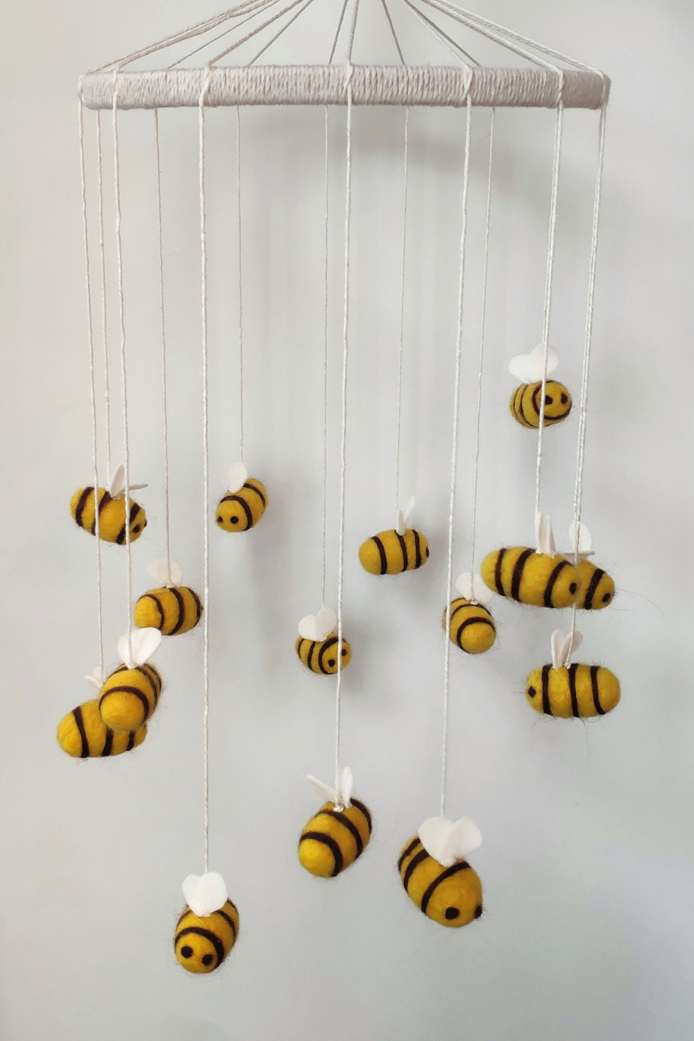 Bee mobile / minimalist nursery / crib mobile / baby shower gift / bee nursery / cot mobile / etsy
