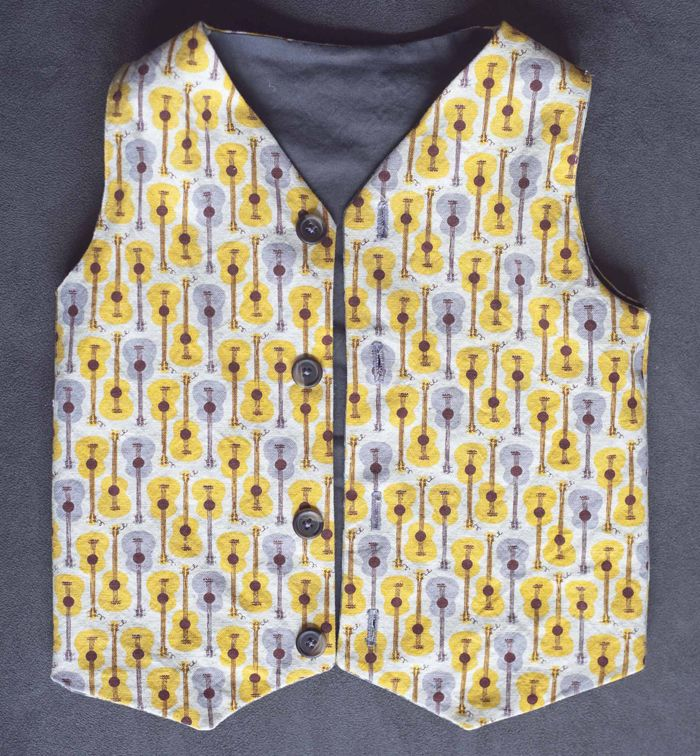 Great tutorial for reversible vest...I have to make one for my ...