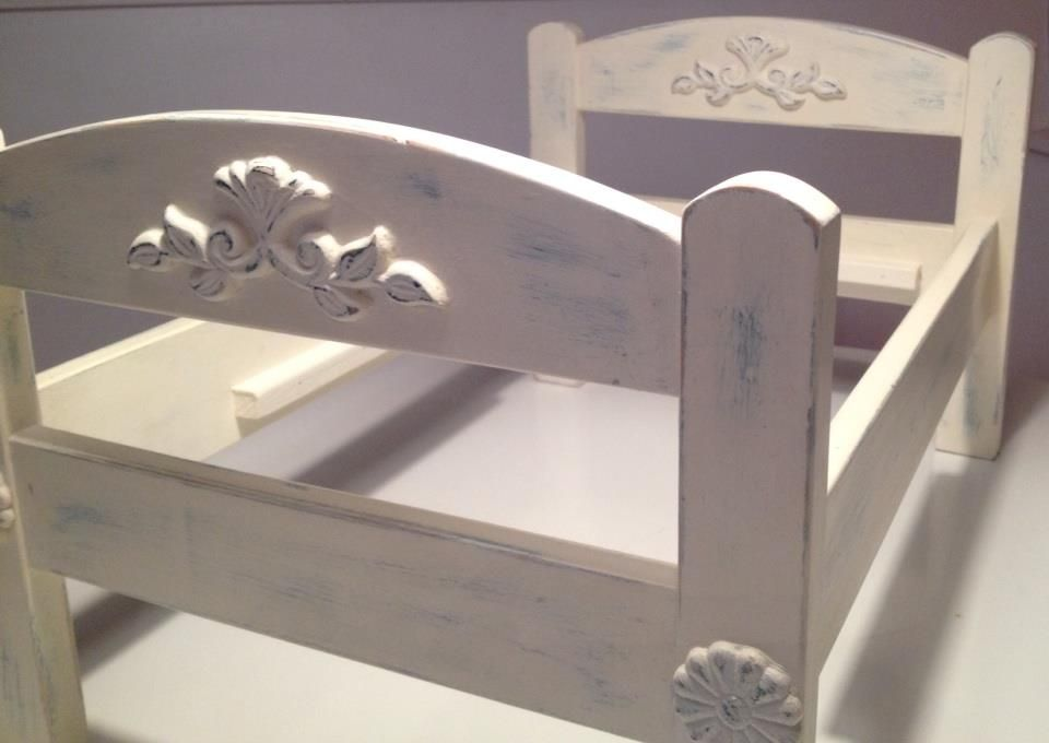 Ikea duktig doll bed transformed with chalk paint and a for Cama munecas ikea