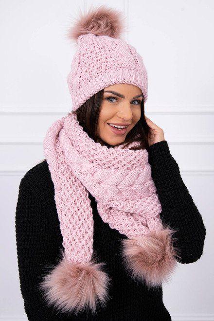 8df74f370 Ružový komplet na zimu, ktorý obsahuje dámsku čiapku a šal s pompami.  Skvelý módny