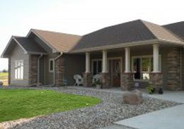 Columns With Faux Stone Accent Ranch Style Home Out In The Beautiful Iowa Country Ranch Style Home Future House House Design