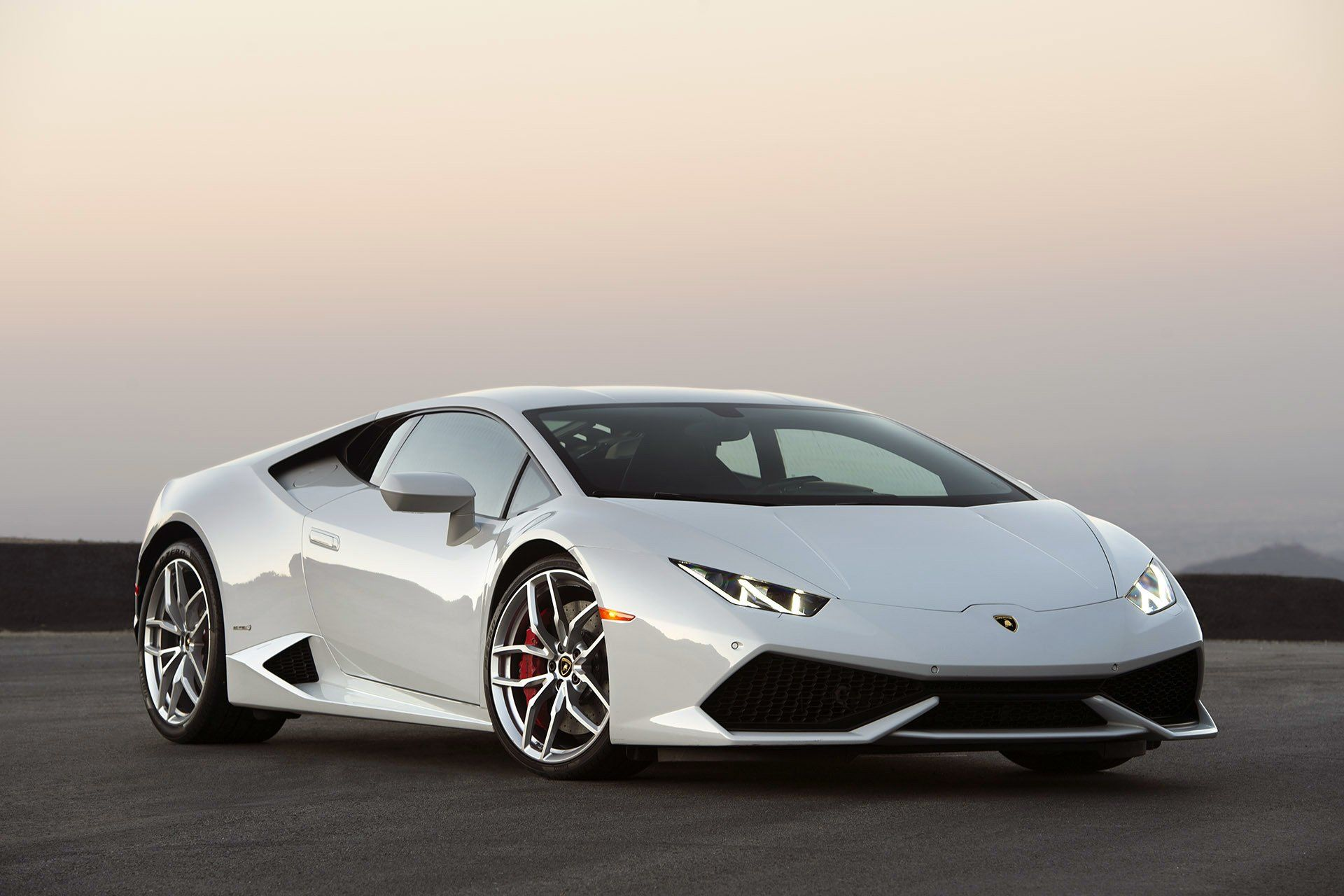 white lamborghini huracan lp - photo #8
