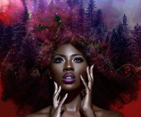 Artista transforma cabelo afro em floresta para criar Mãe Natureza negra