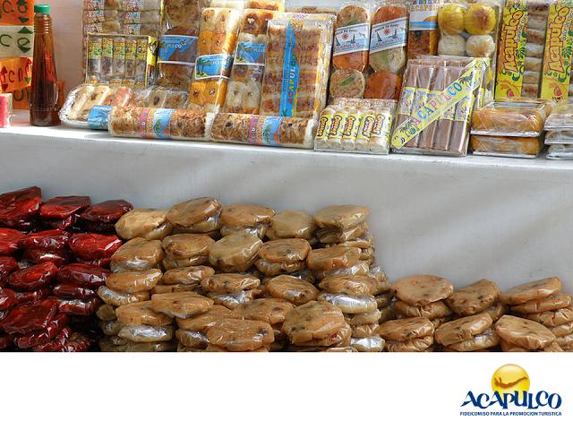 #gastronomiademexico Prueba los dulces típicos de Acapulco. LOS MEJORES PLATILLOS. Acapulco cuenta con una gran variedad de dulces típicos, sobre todo los que están hechos a base de pulpa de coco y de tamarindo. Los de coco en general son dulces, pero los de tamarindo los puedes saborear con azúcar o con chile y de diferentes formas y tamaños. Durante tu siguiente visita al puerto de Acapulco te invitamos a saborear sus dulces típicos. www.fidetur.guerrero.gob.mx