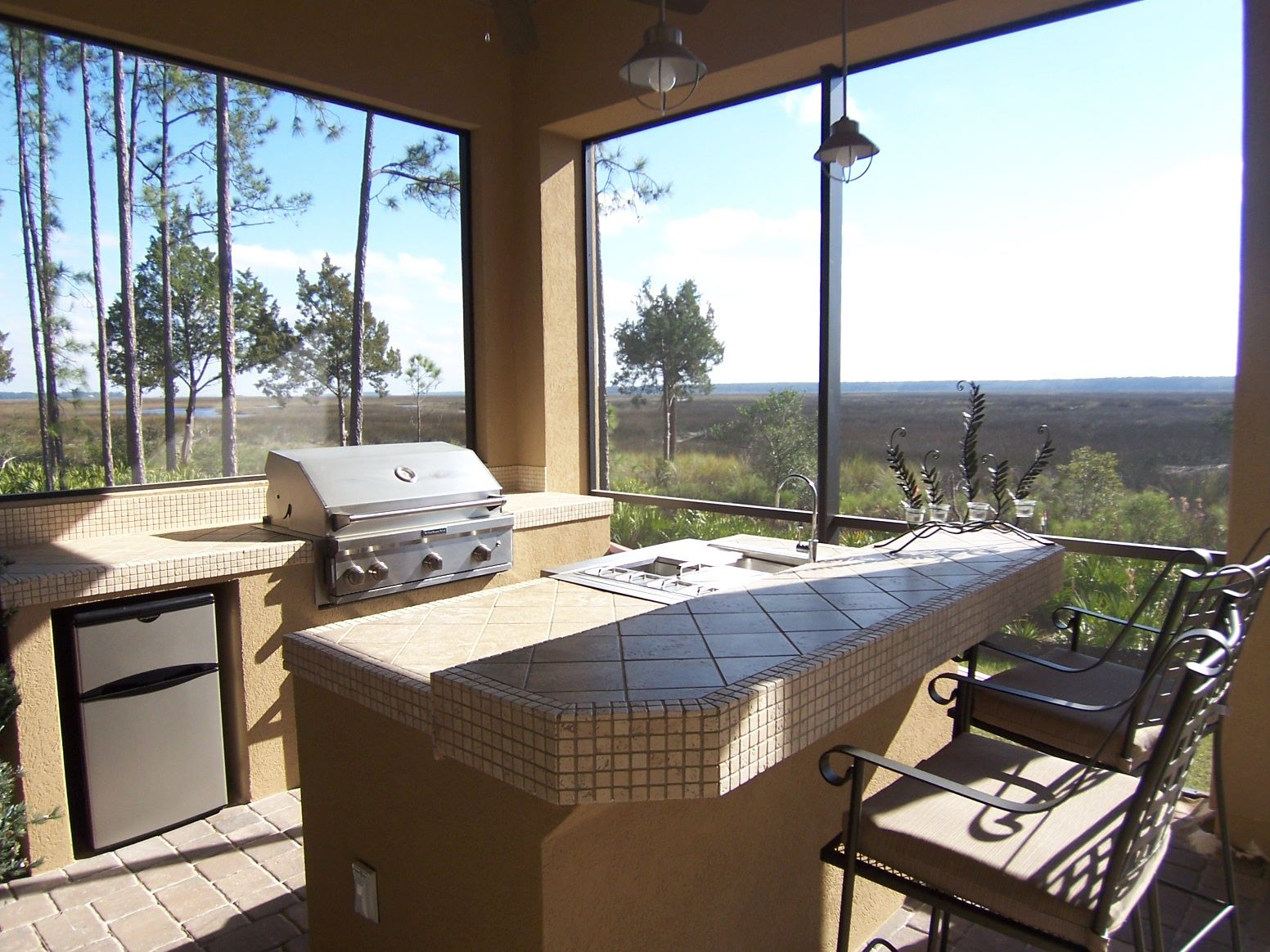 Outdoor kitchen bar area site built covered in stucco for Outdoor kitchen grill insert