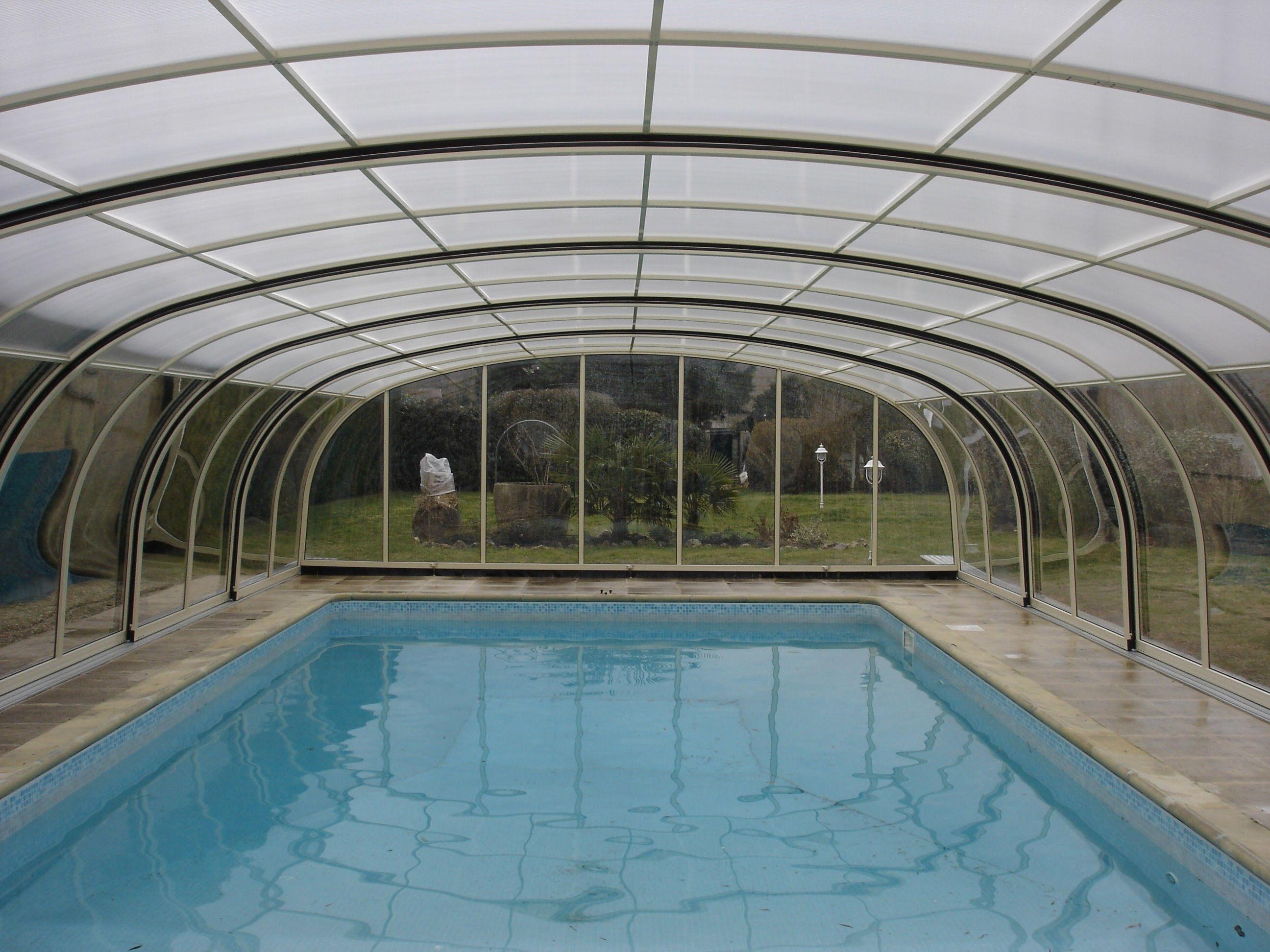 cubierta relax diseño alto, cubierta de piscina con forma cóncava