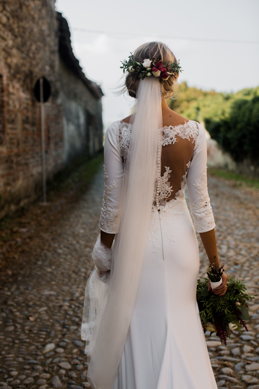 Mermaid Silhouette Wedding Dress With Long Veil Long Veil Wedding Wedding Dresses Wedding Silhouette [ 2869 x 1913 Pixel ]