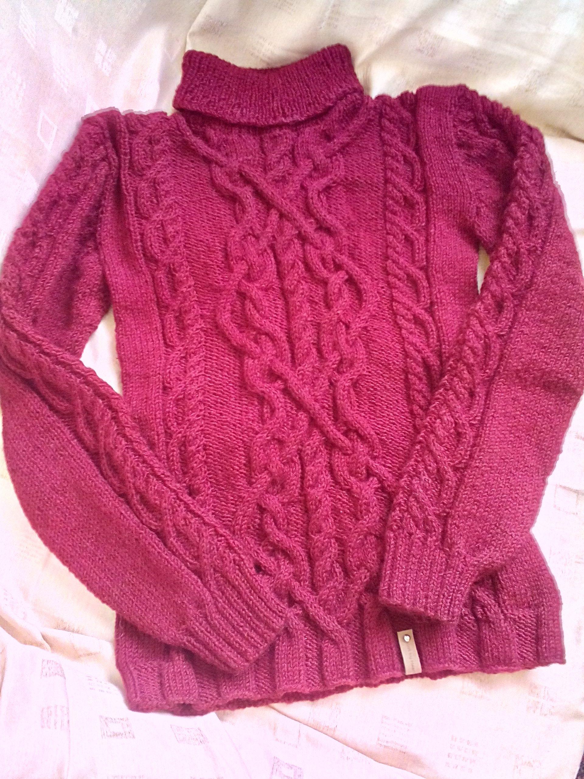 стильный вязаный свитер ручной работы фактурный узор украшает
