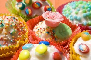Schnelle bunte Muffins