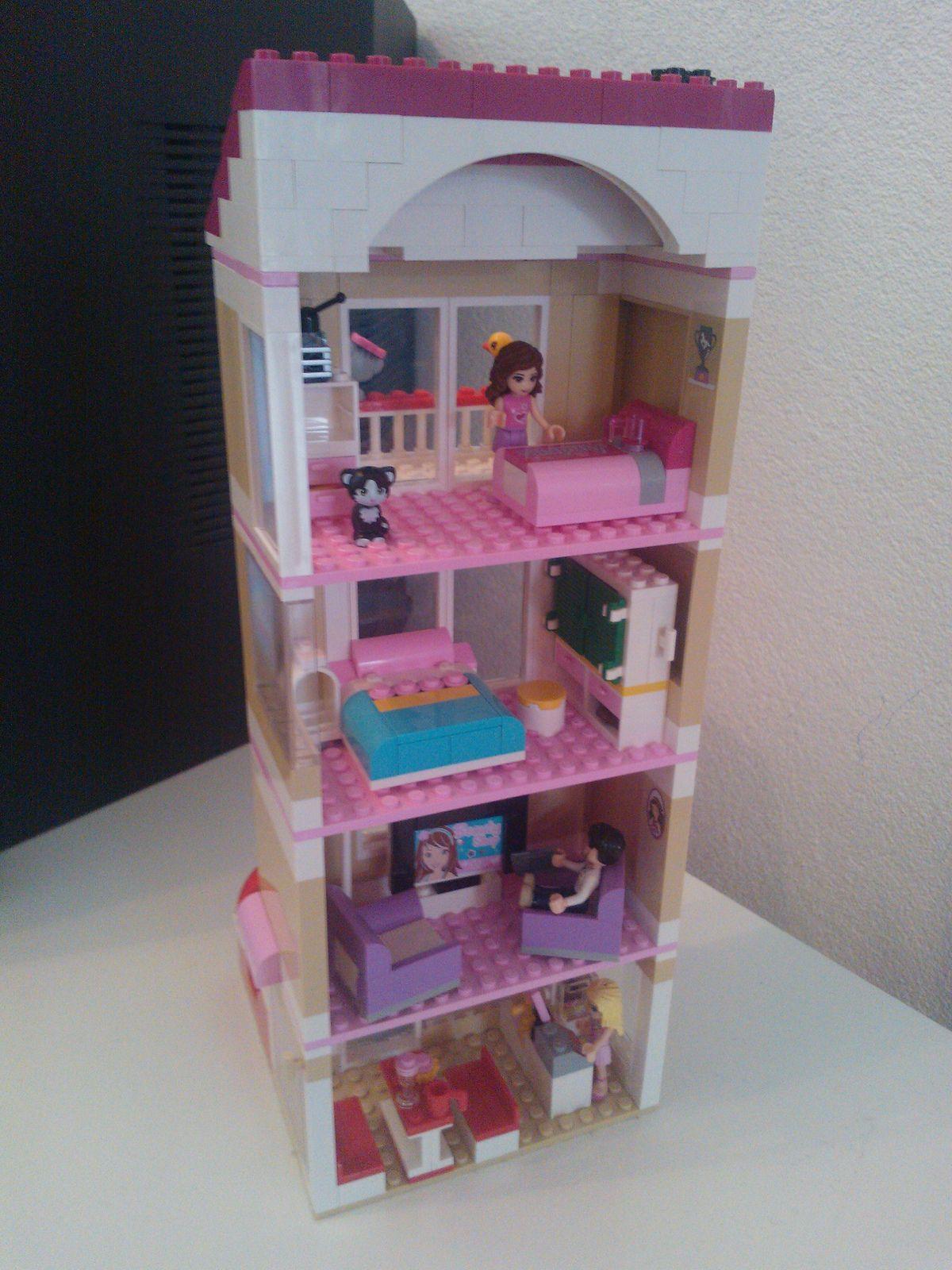 Lego friends appartment backview zenjii oko flickr for Casa moderna lego