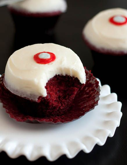 Sprinkles Red Velvet Cupcakes I Modified This And Took Out The Red Dye Replaced The Flour With Br Cupcake Recipes Red Velvet Cupcakes Recipe Dessert Recipes