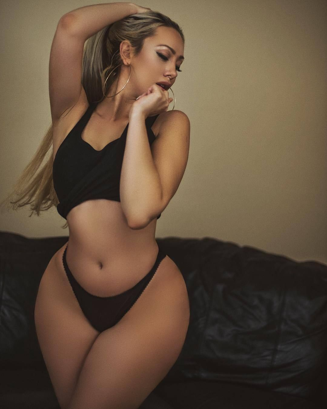 Thick White Girl In Lingerie With Phat Ass