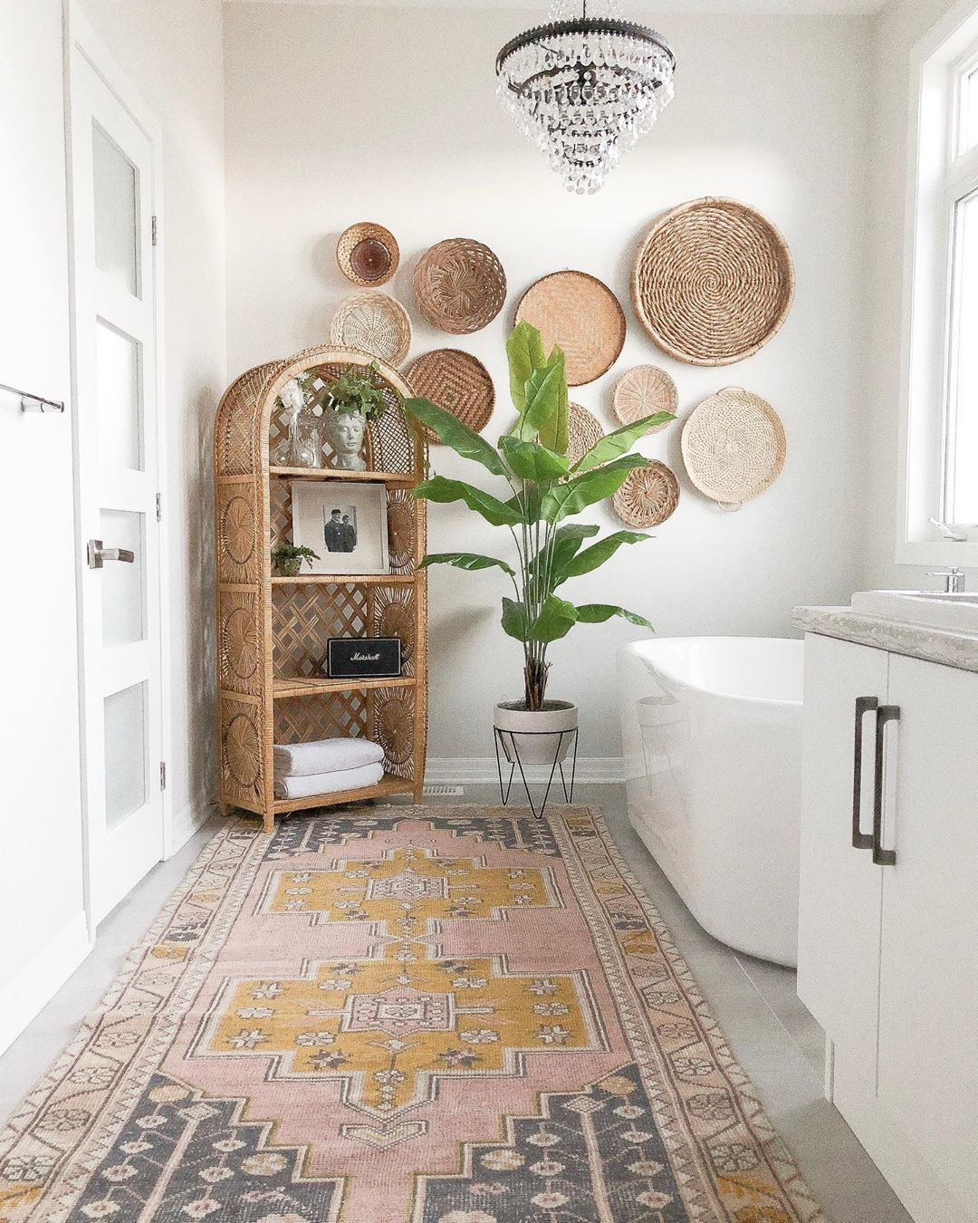 30 Quick And Easy Bathroom Decorating Ideas Bohemian Bathroom Easy Bathroom Decorating Yellow Bath Rugs [ 1350 x 1080 Pixel ]