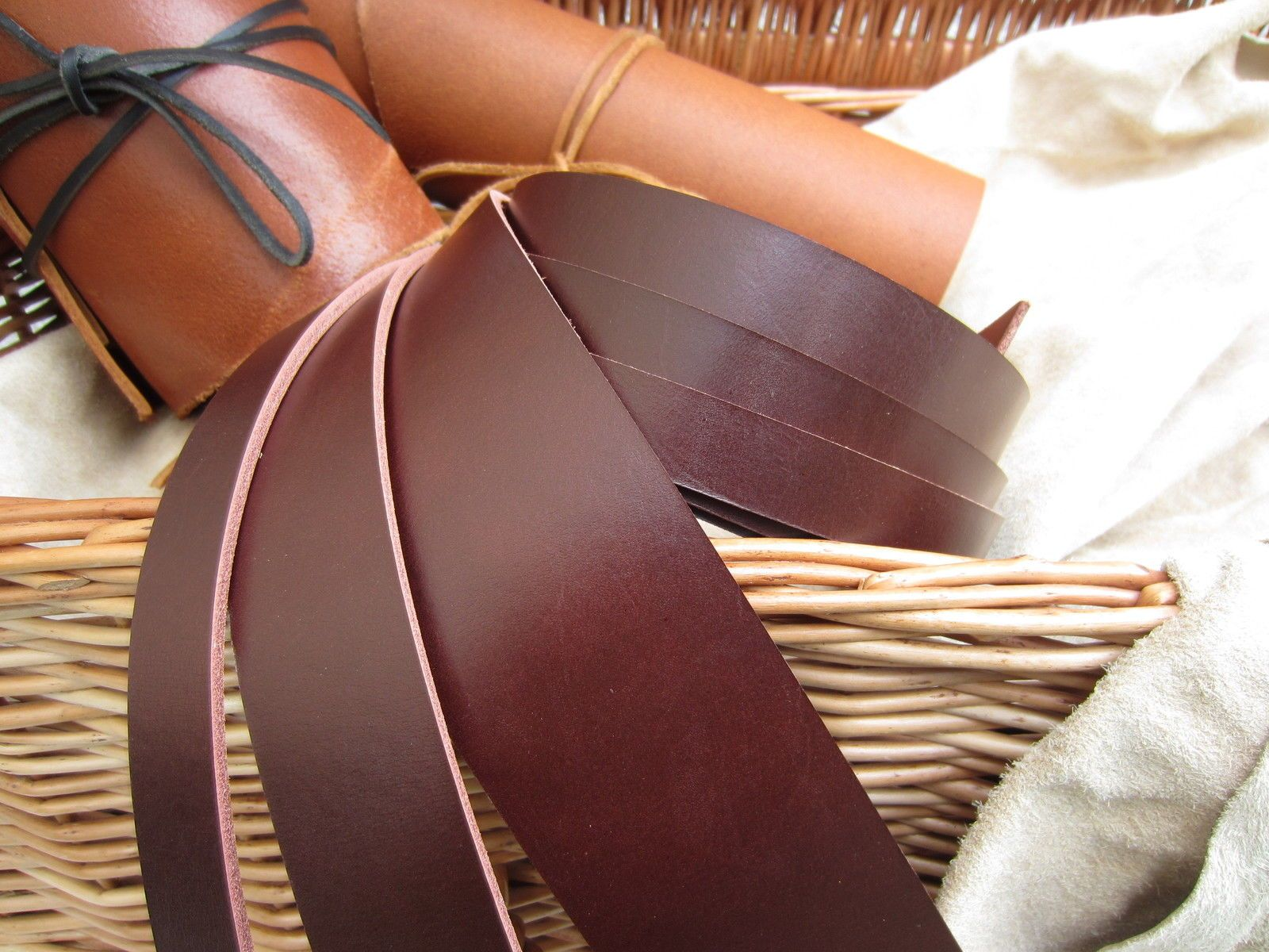 "50"" LONG HAVANA BROWN 3mm THICK BRIDLE BUTT LEATHER STRAP VEG TAN VARIOUS WIDTH 