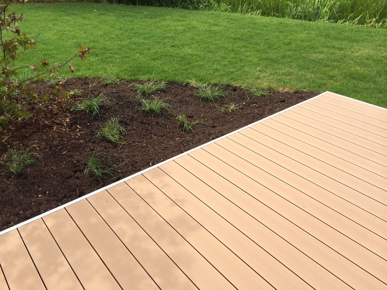rasen begradigen wie man eine ebene flche erhlt - Terrasse Im Garten Herausvorderungen