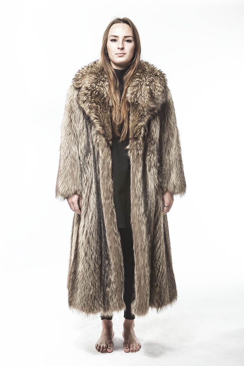 """1980's Vintage SO FLY Full Length Long Haired Raccoon Fur Coat This Coat is SO SUPER FLY with it's LARGE LARGE LARGE """"NOTCH"""" collar! Super Warm Supreme Pristine Condition Lining also in pristine condi"""