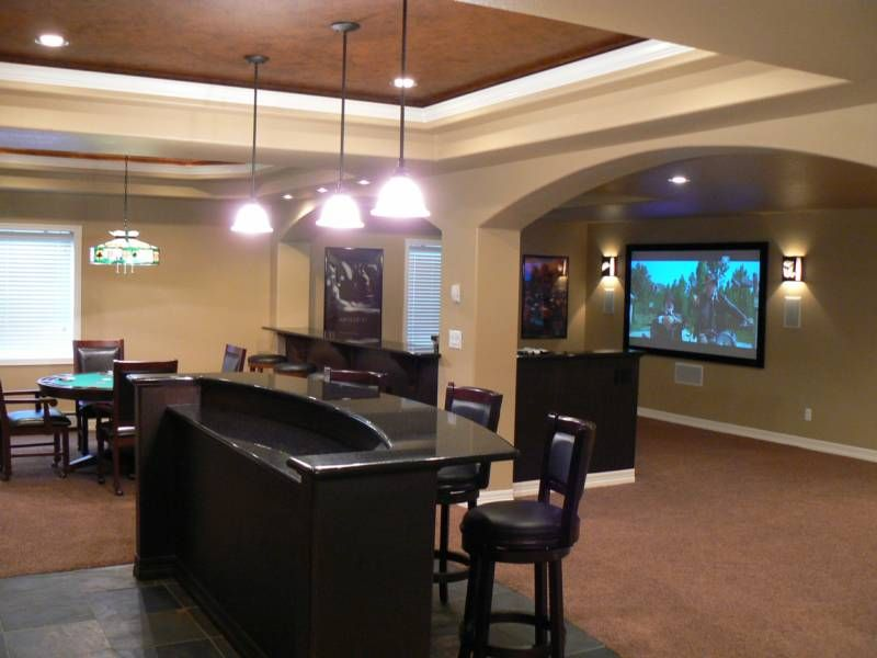 Traditional Style Basement Decorating With Mini Bar Set