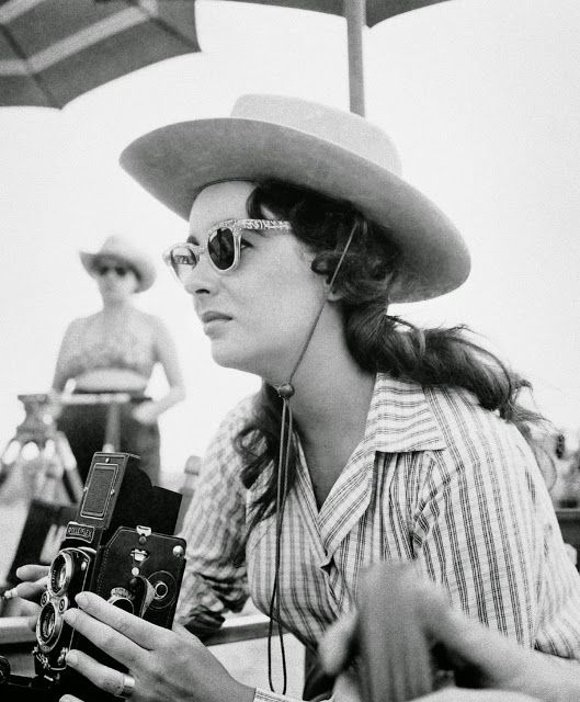 Elizabeth Taylor uses her TLR as she waits to be filmed during 'Giant', 1955