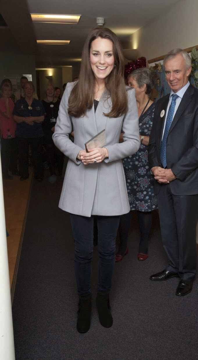 MYROYALS &HOLLYWOOD FASHİON: The Duchess of Cambridge visited Shooting Star House Children's Hospice, December 6, 2013