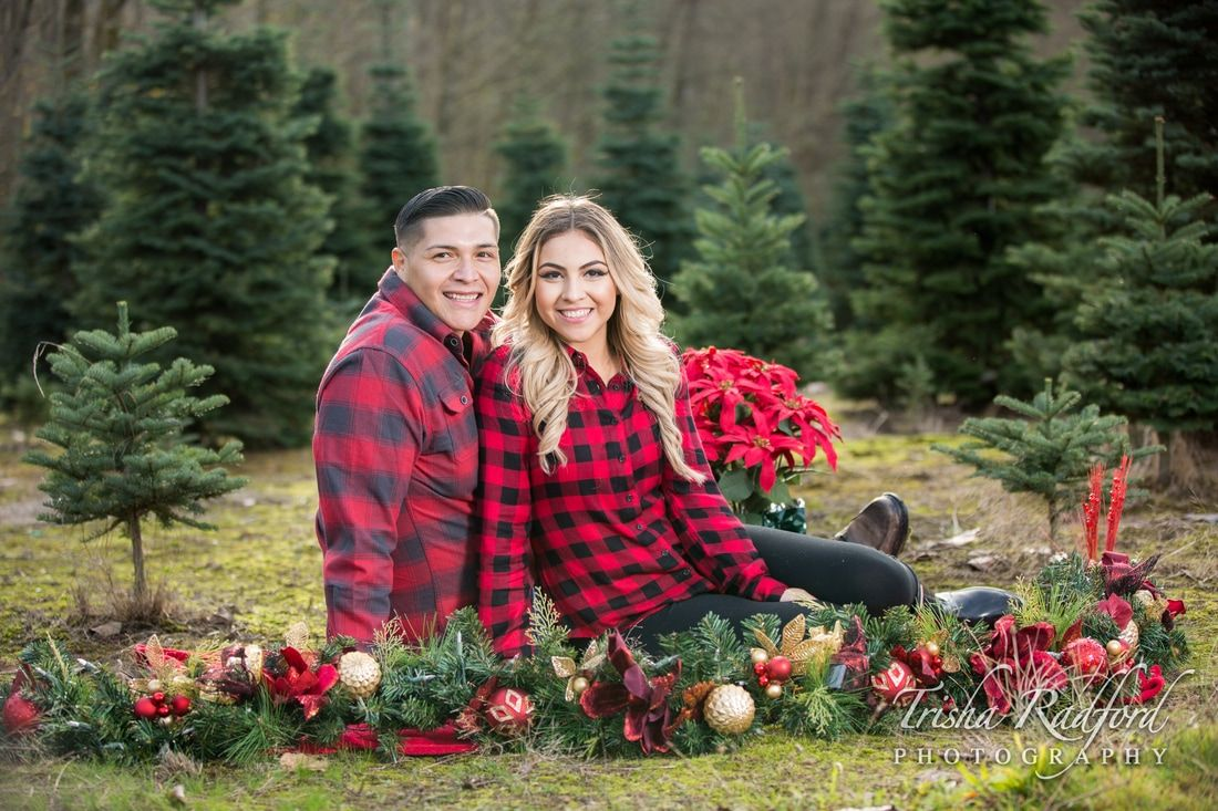 Christmas Tree Farm Christmas Card Photo Idea Couple Portrait Photography Christmas Couple Pictures Family Christmas Pictures Christmas Tree Farm Pictures