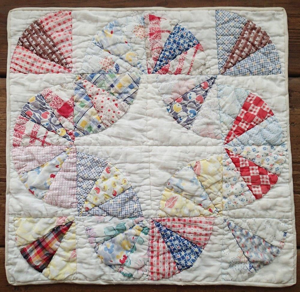 Vintage 30s Feedsack Baby Bunting Doll or Table QUILT 15\