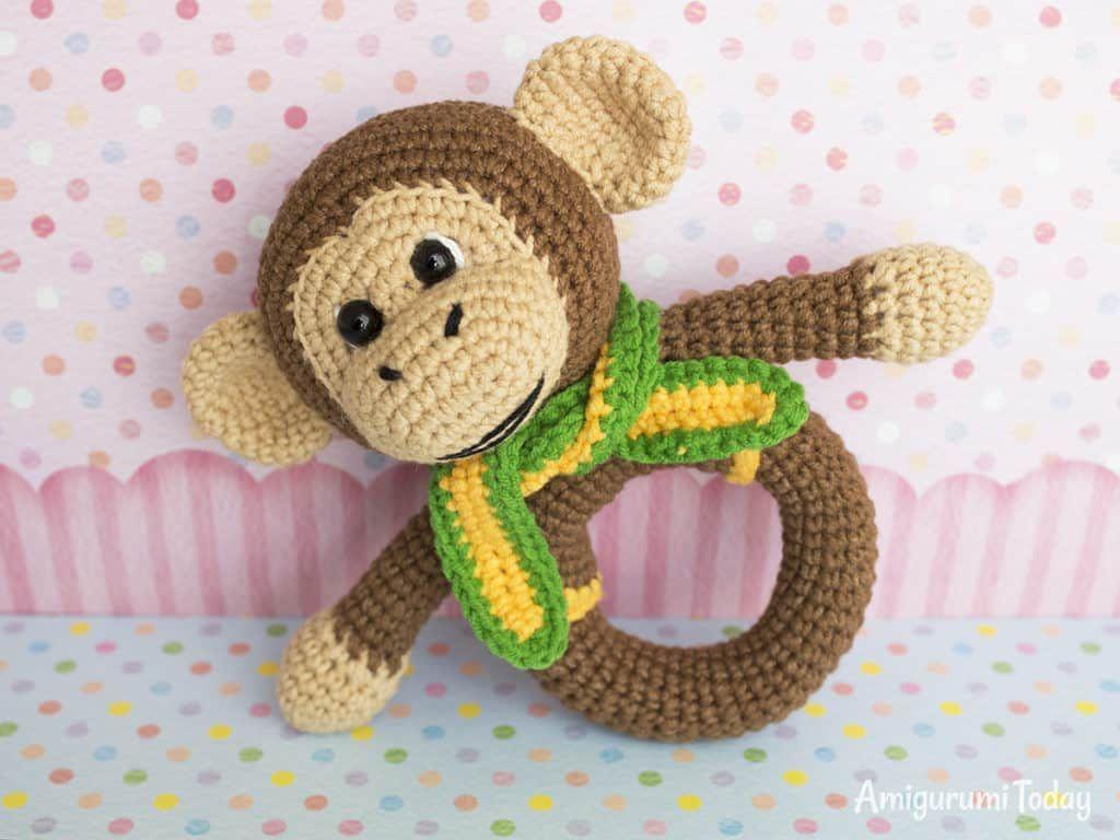 Butterfly baby rattle crochet pattern - Amigurumi Today | 768x1024