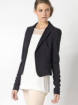 Short blazer in navy or black by Patrizia Pepe.