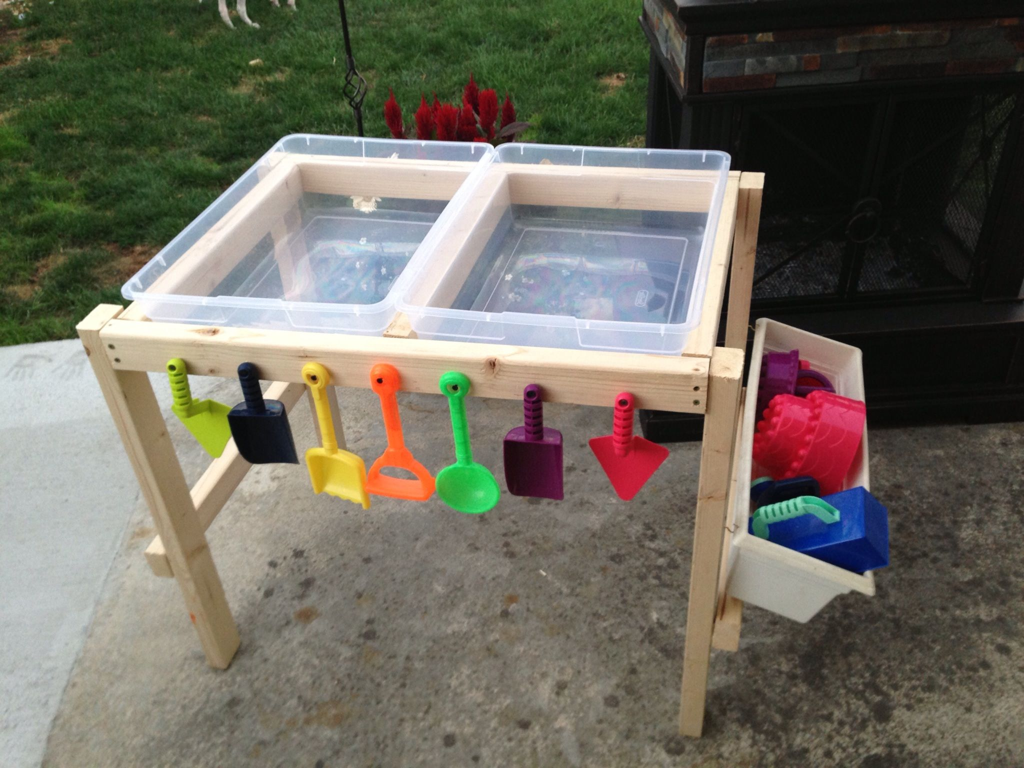 water and sand table made by nana with love dagpleje ideer pinterest sand table and water. Black Bedroom Furniture Sets. Home Design Ideas