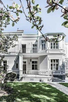 Ein Traum In Weiss Wer Wurde Diese Zauberhafte Villa Gerne Mal Von Innen Sehen Style At Home Immowelt Villa