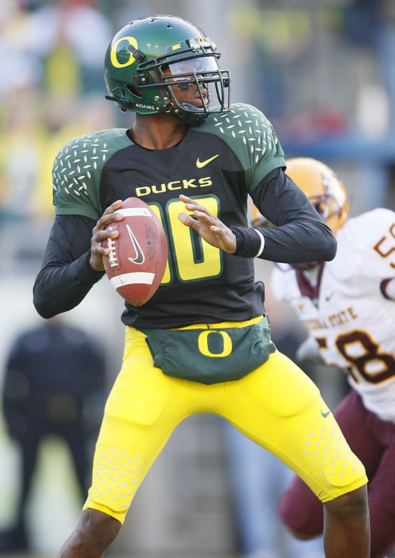 Green and black Oregon uniforms 538713385