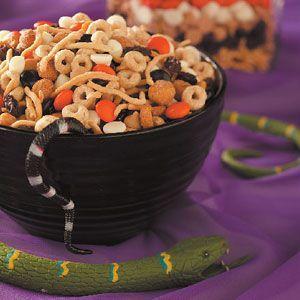 Crunchy Halloween Snack Mix