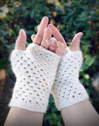 delicate crochet hand warmers (a free pattern)   Work That Hook ...